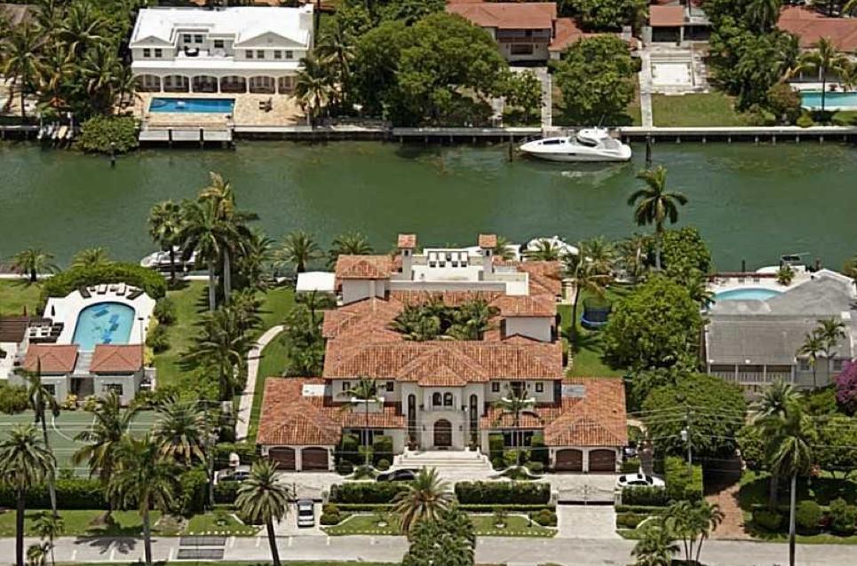 19 million waterfront mediterranean mansion in miami for Mega mansions in florida