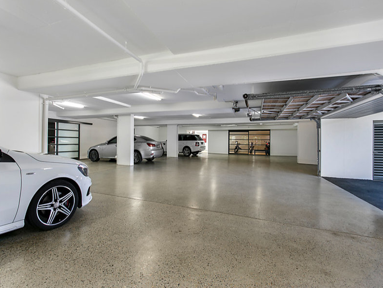 12 car garage pictures to pin on pinterest pinsdaddy for Garage rouergue auto 12