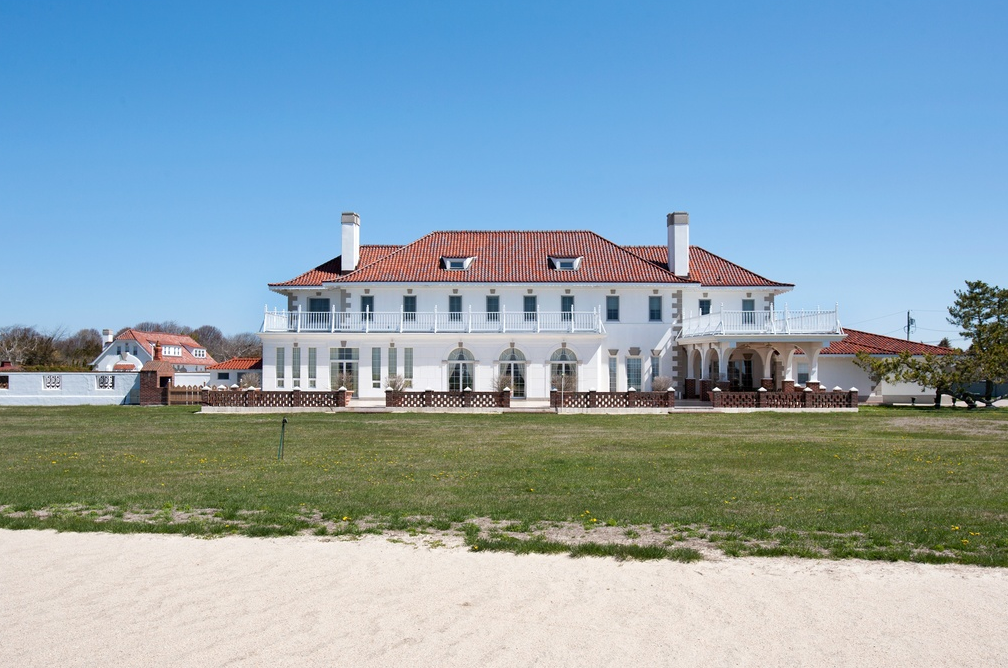 13 9 million bayfront estate in westhampton beach ny for Hamptons beach house for sale