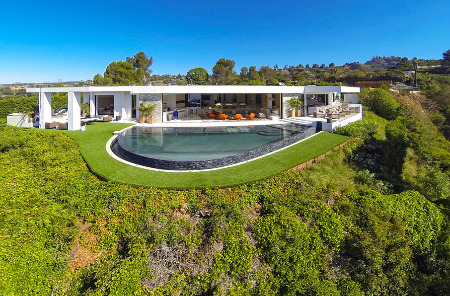 A JAW-DROPPING $85 Million Modern Pocket Listing In Beverly Hills, CA