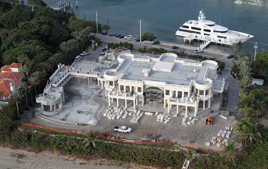 Le palais royal a 139 million 60 000 square foot mega for Mega mansions in florida