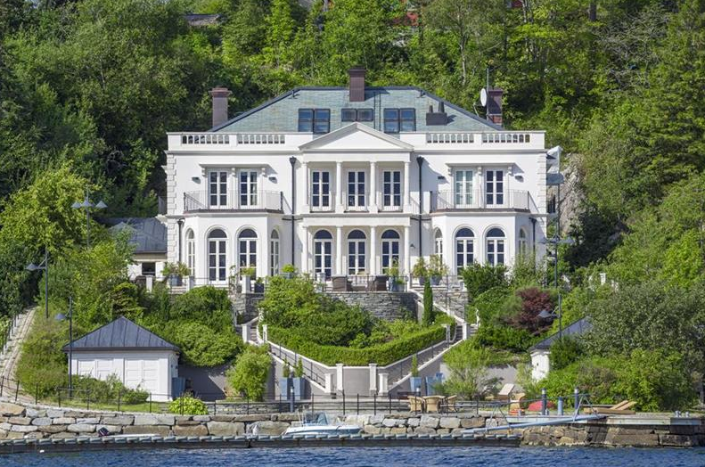 13 Million English Style Waterfront Home In Norway