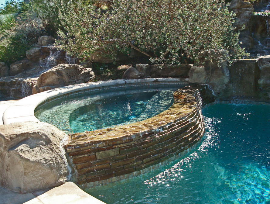 A Look At Some Infinity Edge Spas Homes Of The Rich