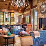 Formal Living Room w/ Wet Bar