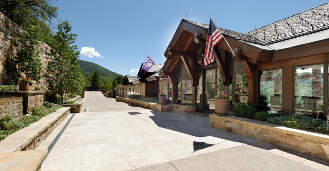 The summit house a 65 million estate in aspen co for Celebrity homes in aspen