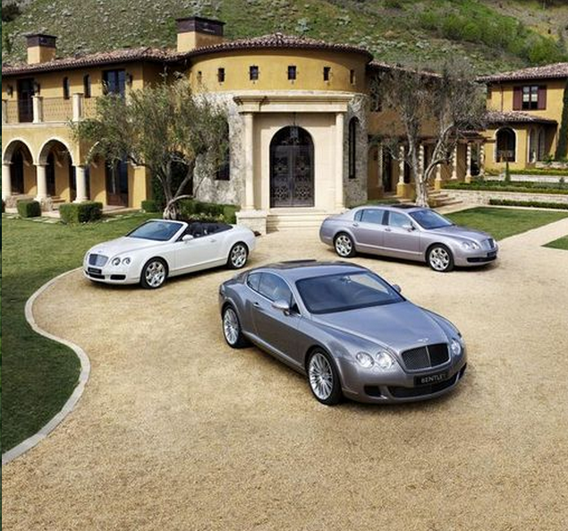 Luxury Car Finance Nyc Near: A Look At Some Mansions With Expensive Cars Parked In