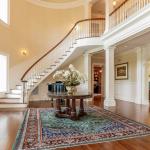 2-story Foyer w/ Staircae