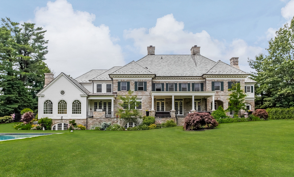 A look at some mansions with expensive cars parked in for Mansions in new york for sale