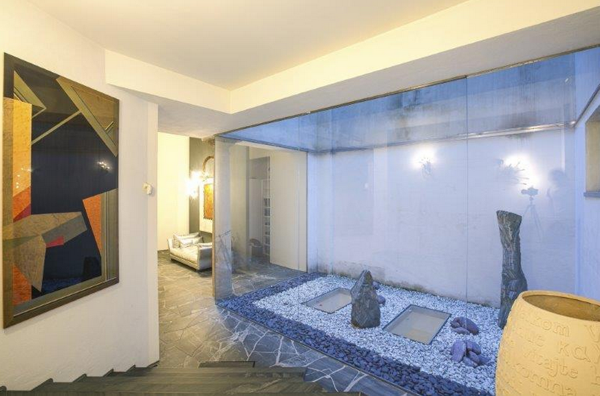 7 000 square foot lavish home in milan italy with indoor for Average square footage of a pool