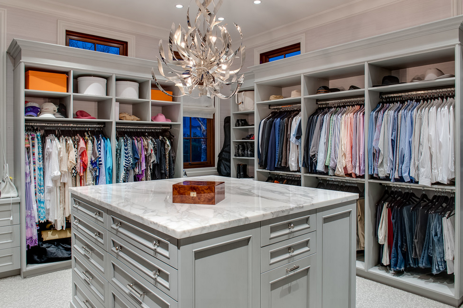 A Look At Some Lavish Walk In Closets