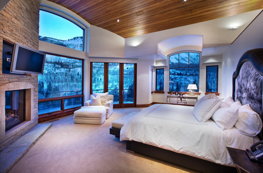A look at some master bedrooms with amazing views homes for Nice bedrooms