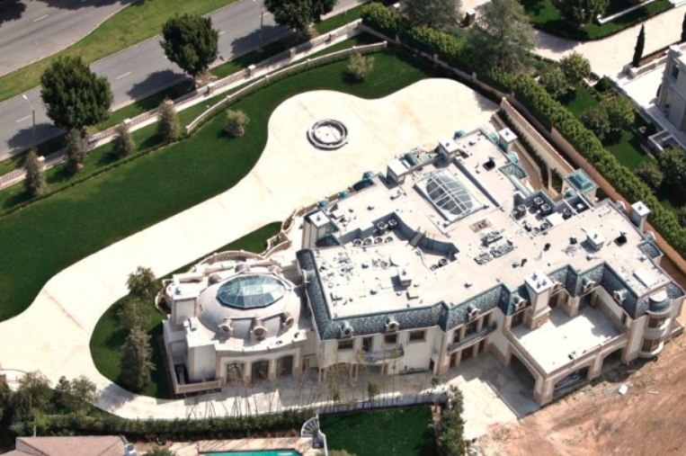 28 000 square newly built beverly hills mega mansion re for 500 000 dollar homes in texas