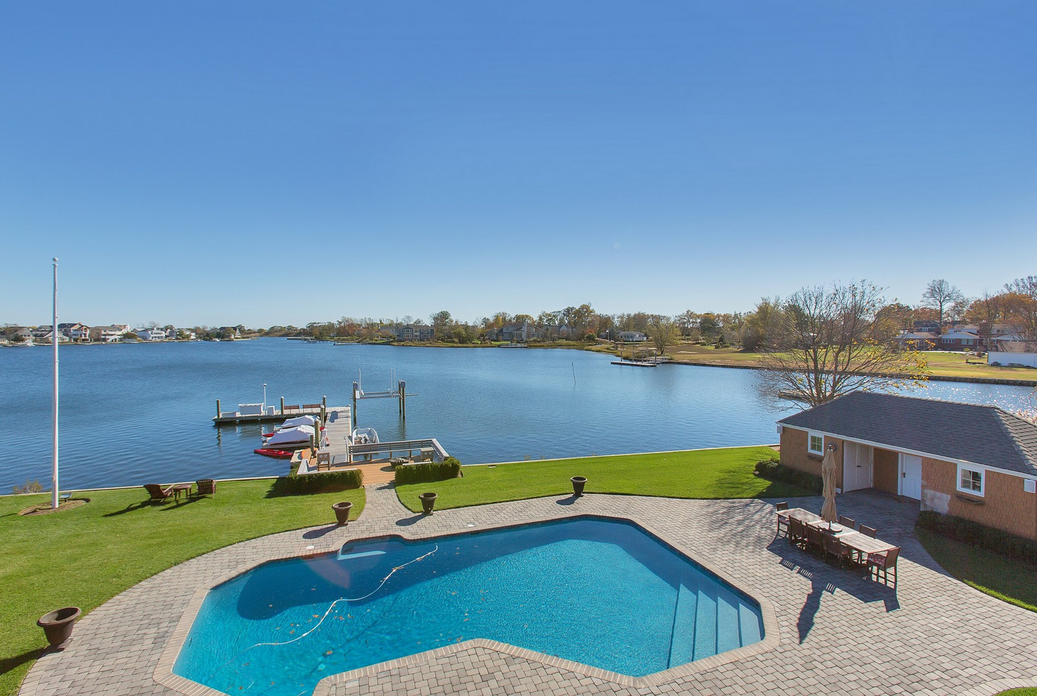 $4 Million Waterfront Colonial Home In Rumson, NJ
