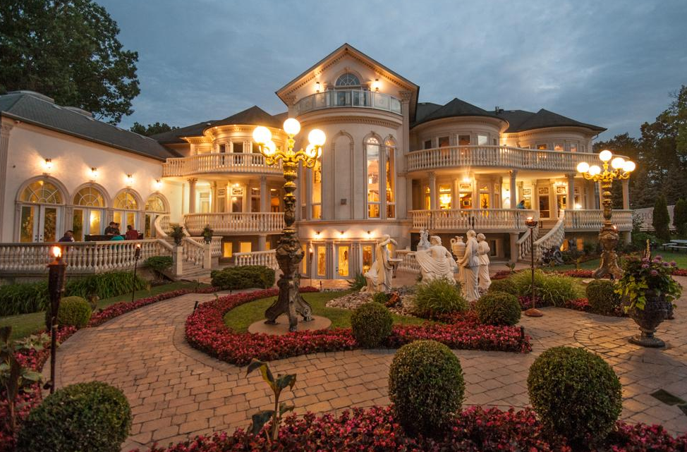 18 000 square foot stately mansion in mississauga canada for Jardin 3 rivieres