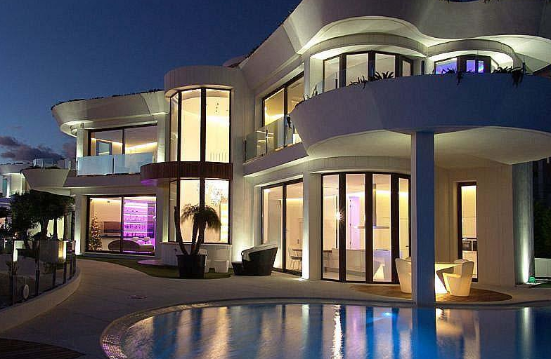 €5.5 Million Modern Waterfront Home In Spain