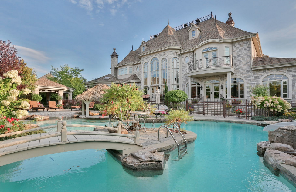 7 million 15 000 square foot mansion in quebec canada for Maison de prestige quebec