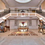 2-stroy Foyer w/ Double Staircase