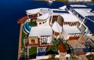 Stunning Contemporary Waterfront Mansion In Queensland, AU
