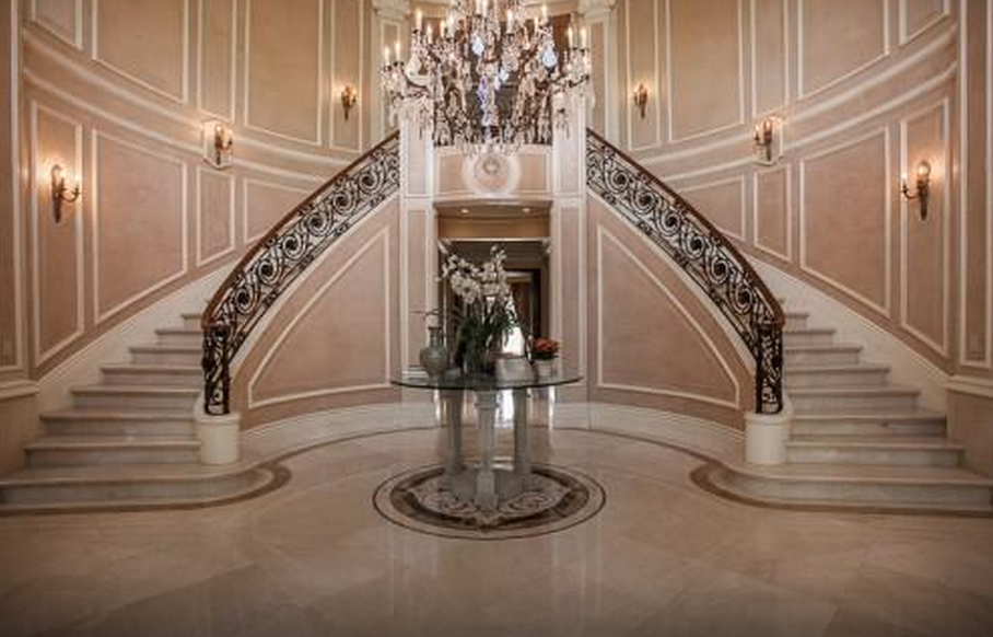19 5 Million Newly Listed Mediterranean Mansion In Beverly Hills Ca Homes Of The Rich