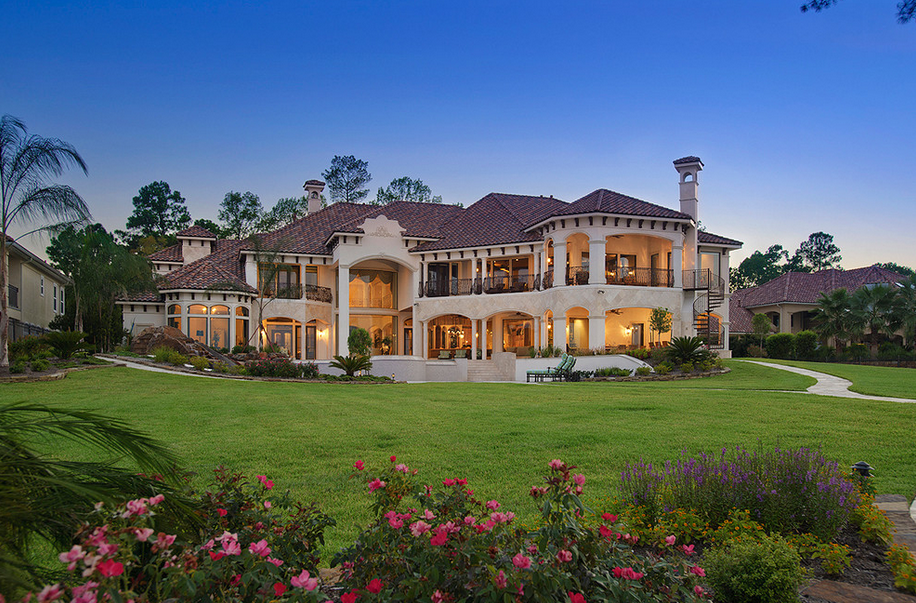 Lakefront mansion in houston tx designed by gary keith for Mansions for sale in the usa