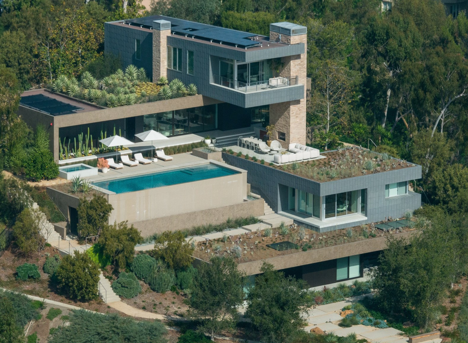 29 million newly built contemporary home in beverly hills for Modern mansions in california