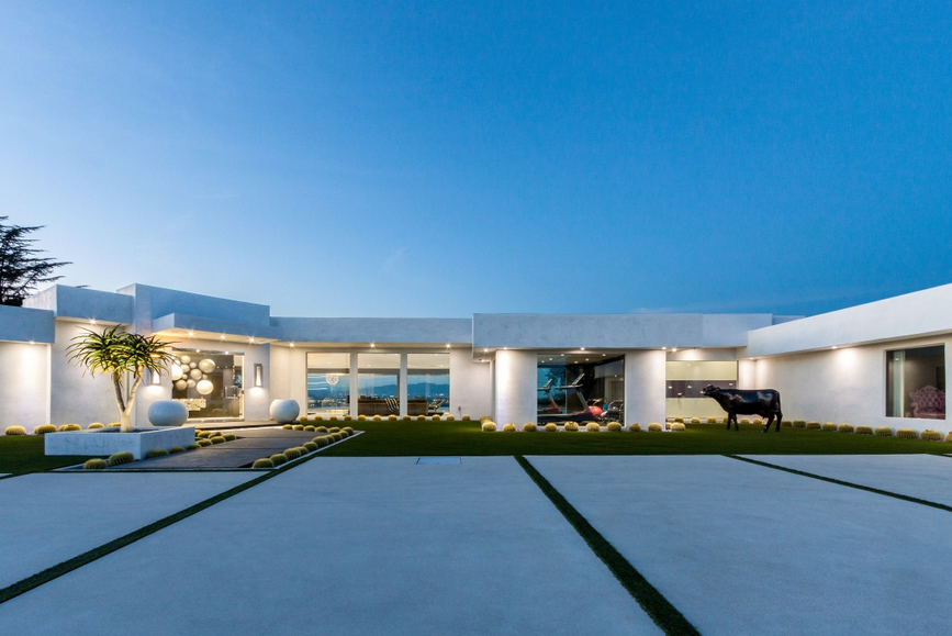 $8.95 Million Contemporary Home In Beverly Hills, CA