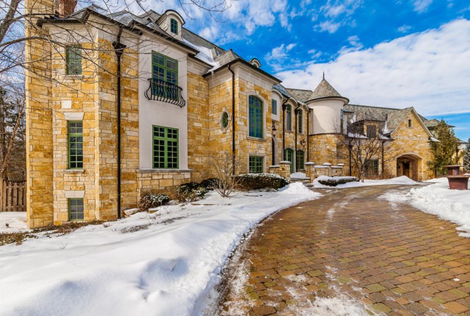 Brick & Limestone Foreclosure In South Barrington, IL For Under $2 Million