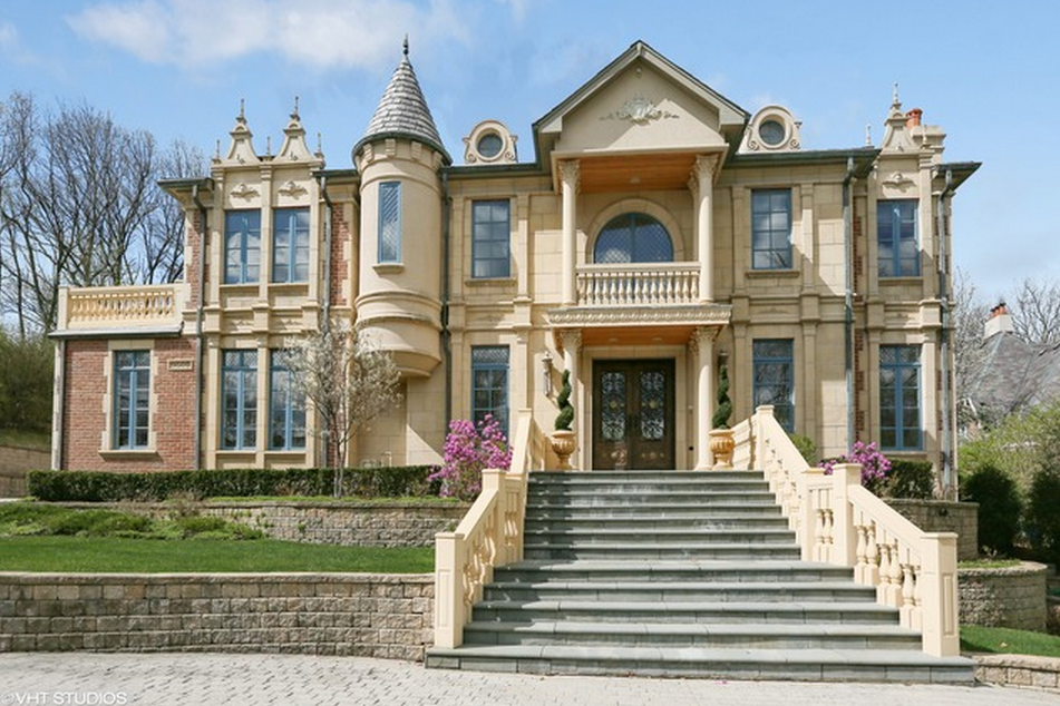 $3.499 Million Brick & Limestone Home In Burr Ridge, IL