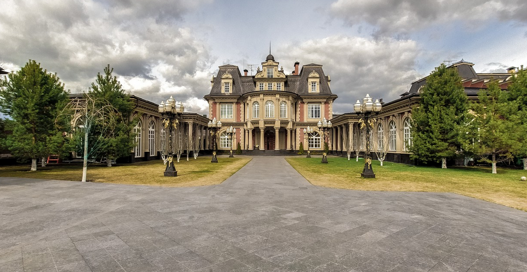 25 Million Newly Listed 21 000 Square Foot Mansion In