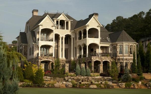 Castello DiAmici – A $20,000/Month Lakefront Rental In Alpharetta, GA