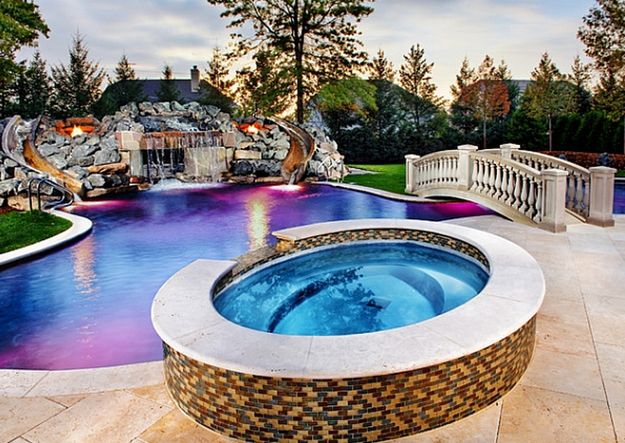20 awesome swimming pools with water slides homes of the for Pool design with hot tub