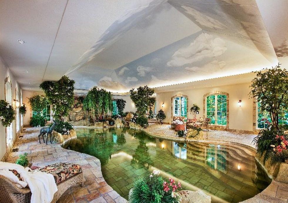 Photos of celebrity homes in beverly hills
