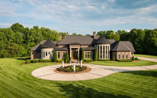 12,000 Square Foot Brick Mansion In Greenbrier, TN On 68 Acres