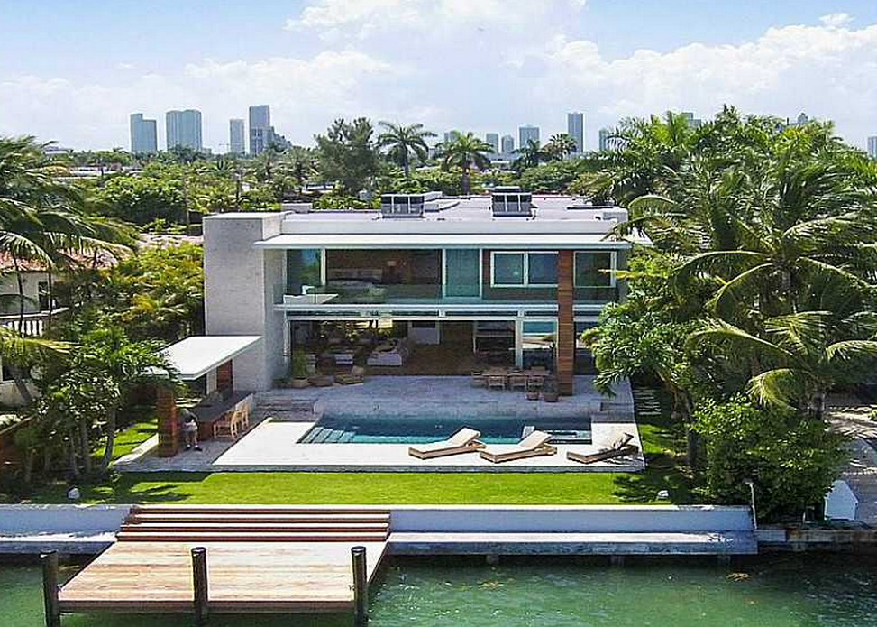 Newly built modern waterfront home in miami beach fl for Modern florida homes