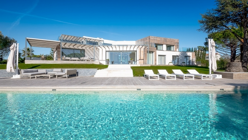 19 5 million newly built contemporary home in vallauris for Garage vallauris auto