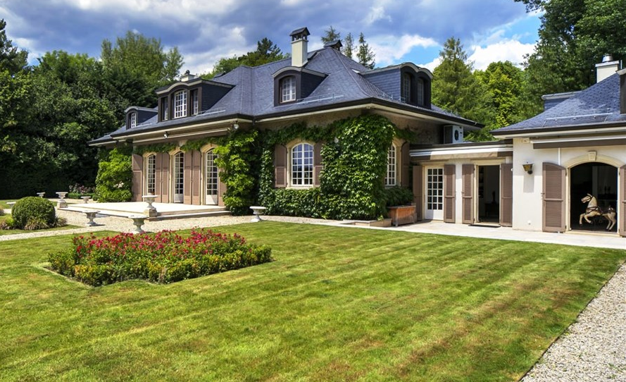 Clayton House A Charming Home In Begnins Switzerland Homes Of The Rich