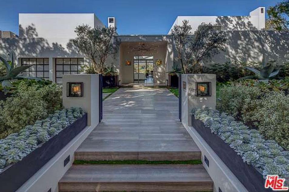 $19.95 Million Contemporary Mansion In Santa Monica, CA