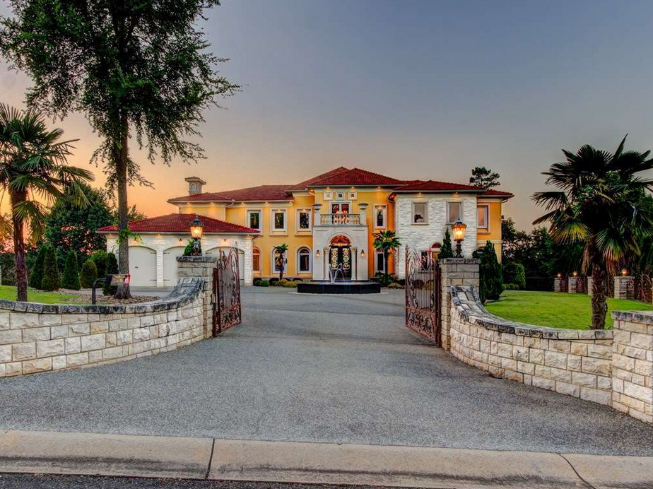 A Lakefront Mediterranean Mansion In Hot Springs, AR