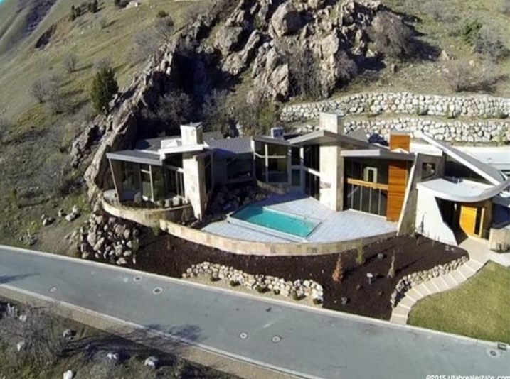 $4.9 Million Newly Built Mountaintop Contemporary Mansion In Cottonwood Heights, UT