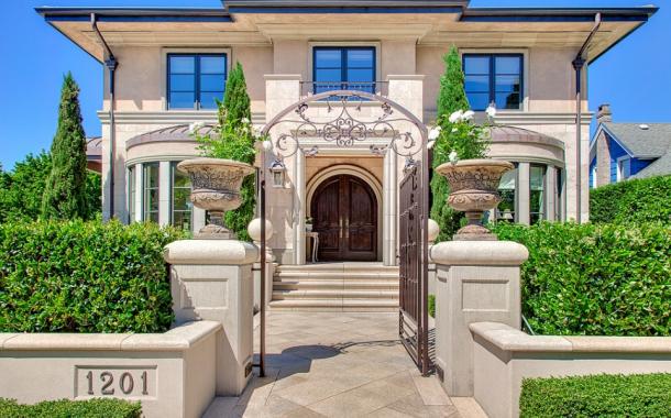 $7.5 Million Stone & Stucco Home In Seattle, WA