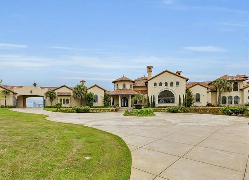 $5.25 Million Mediterranean Bluff-Top Mansion In Fort Worth, TX