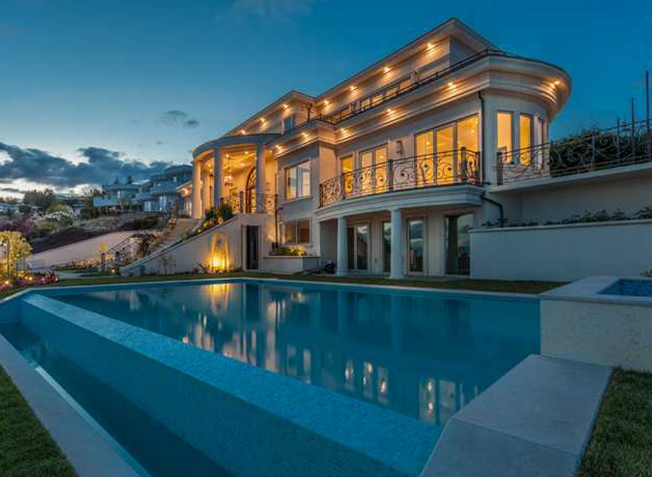 11 8 Million Newly Built Mediterranean Mansion In West Vancouver Canada Homes Of The Rich