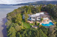 Te Manu Tahawai – A Clifftop Waterfront Mansion In Auckland, New Zealand