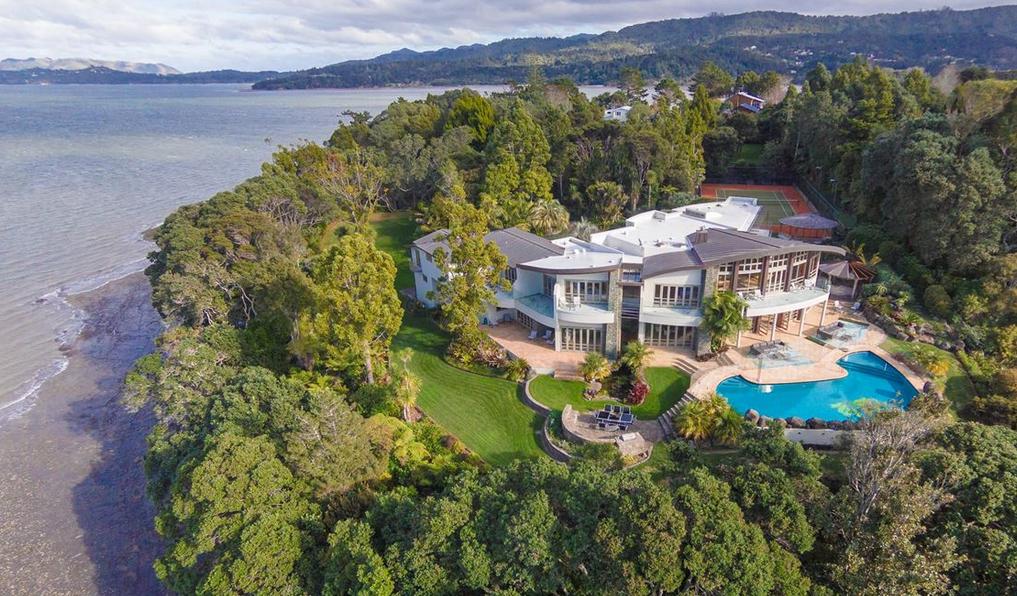 Te Manu Tahawai A Clifftop Waterfront Mansion In
