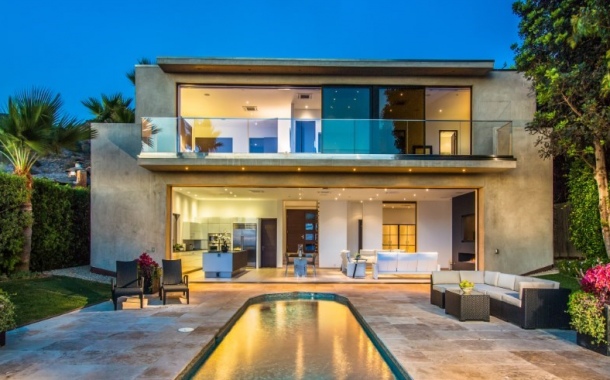 $9.25 Million Contemporary Waterfront Home In Malibu, CA