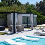 Pool & Kitchen