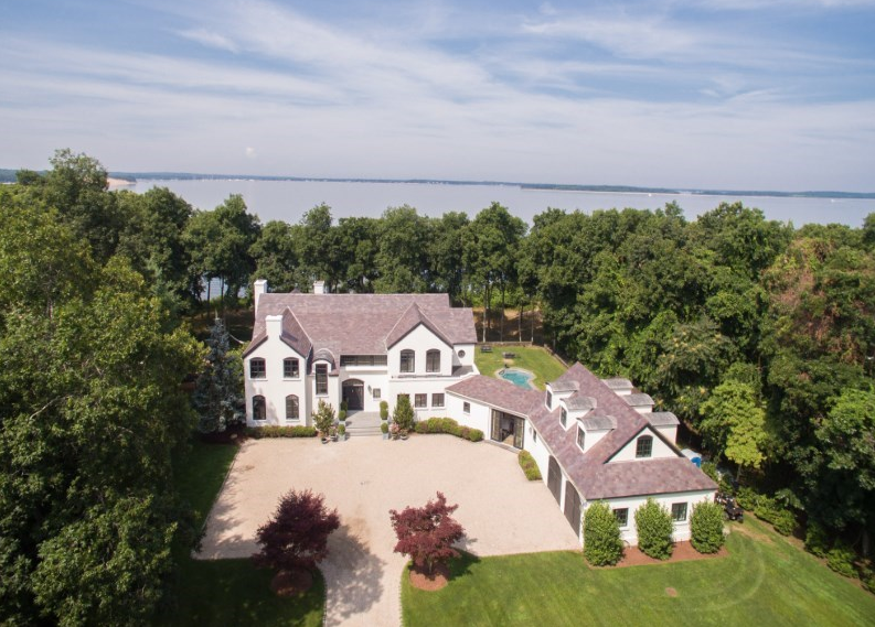 $9.495 Million Waterfront Home In East Hampton, NY