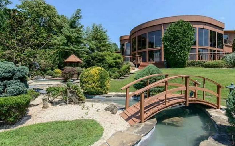 $13.8 Million Contemporary Waterfront Mansion In Great Neck, NY
