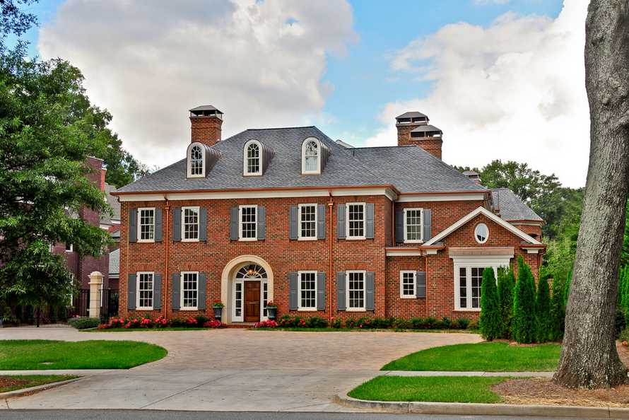 20 beautiful brick homes homes of the rich for Brick traditional homes