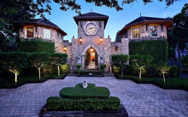 $2.395 Million Castle-Like Home In Sarasota, FL